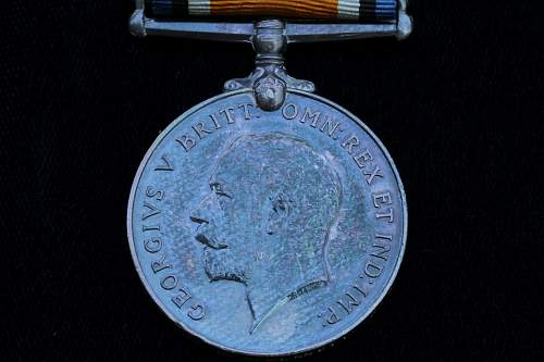 WW1 British medals and isignia for review, please
