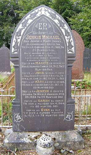 Click image for larger version.  Name:parents memorial to J Davies.jpg Views:73 Size:316.9 KB ID:550010