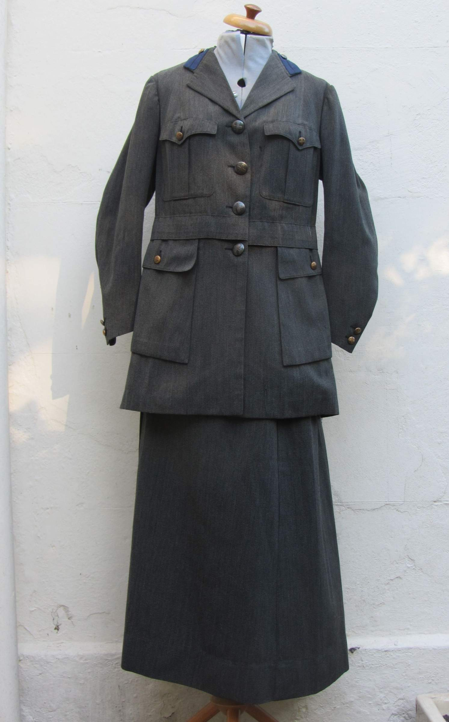 WW2 alemán - estadounidense uniformes, equipo de campo, insignias