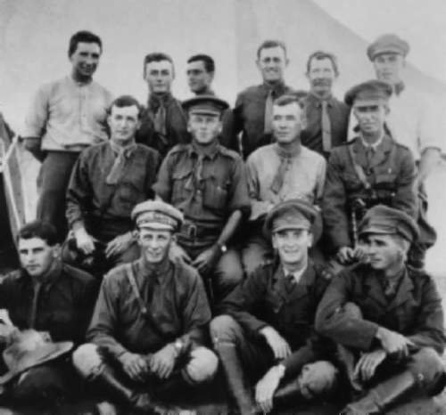 Click image for larger version.  Name:officers_5thLHR_Aug1916_1qaa1[1].jpg Views:117 Size:39.8 KB ID:622327