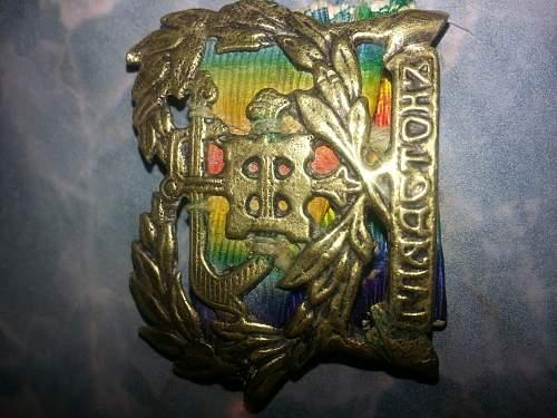 ww1 badge on medal ribbon Greek????