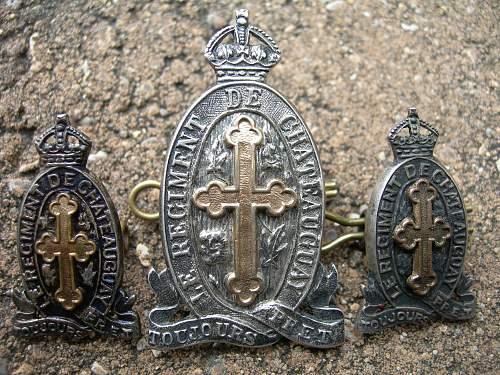 Le Régiment de Châteauguay Early Cap And Collar Badges