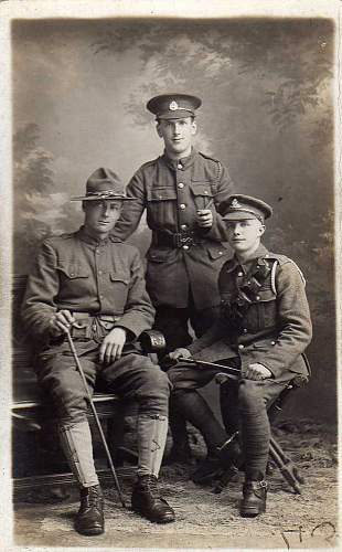 Click image for larger version.  Name:2 Brit & 1 US soldier.jpg Views:82 Size:204.0 KB ID:797704