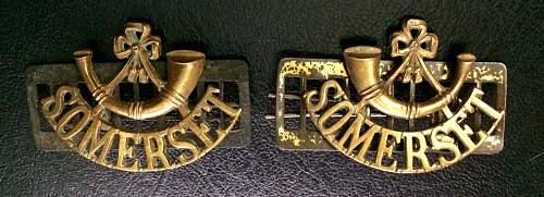 WW1 British Shoulder Titles, which way?