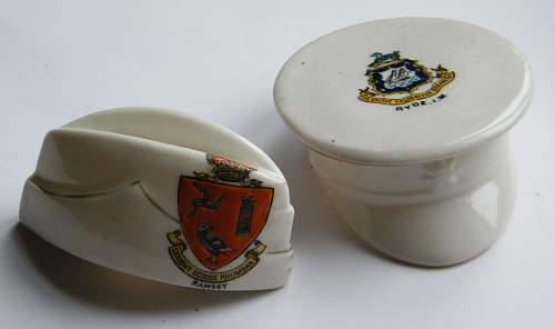 Click image for larger version.  Name:crested ware hats 1.jpg Views:11 Size:189.1 KB ID:834555