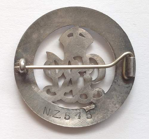 Click image for larger version.  Name:WW1 Silver wound badge.jpg Views:47 Size:96.4 KB ID:960445